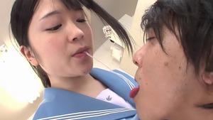 黒髪純朴JKの唾液交換ねばとろ手コキ&お掃除フェラ画像!